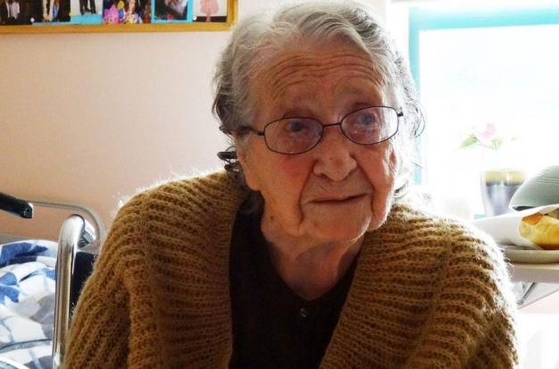 پیرزن 100 ساله ارمنی هر روز انجیل می خوانم و برای ترکها دعا و طلب آمرزش می کنم