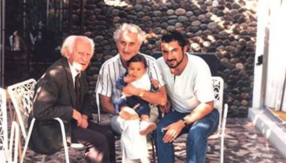 از چپ به راست: آنترانیگ،ناچو پسر آنترانیگ،آندره پسر ناچو و کودک خردسال دیگو پسر آندره در سال 1988