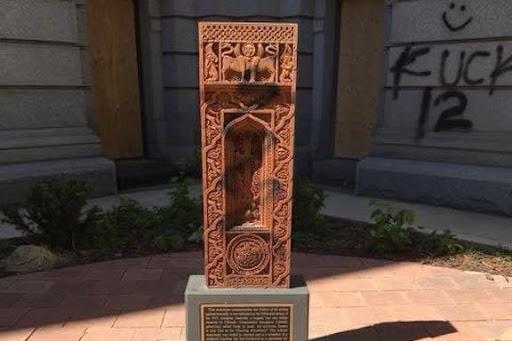 «خاچکار» (سنگ صليبی) يادبود نسل کشی ارمنيان در ايالت کلرادو آمريکا مورد تهاجم واقع شده است